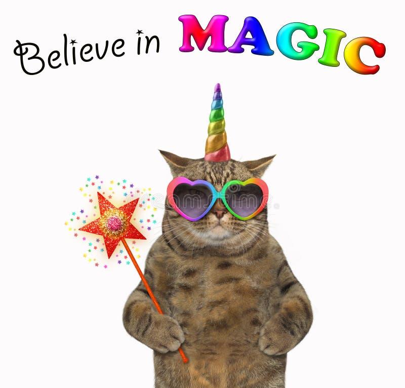 Licorne de chat avec une baguette magique magique 2 photos stock