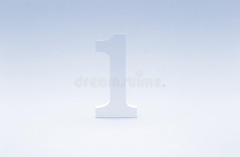 Liczba jeden na błękitnym tle Odgórny pojęcie Drewniany number1 jak sy zdjęcie royalty free