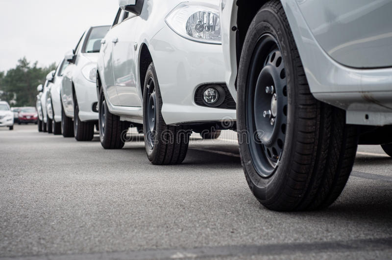 Liczba nowi samochody dla sprzedaży obrazy stock