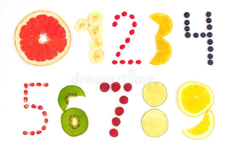 Liczby od zero dziewięć zrobili owoc i jagody na białym tle fotografia stock