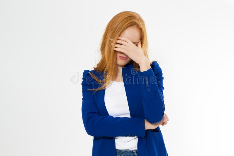 ?liczna, m?oda pi?kna czerwona w?osiana kobieta, robi facepalm Rudzielec dziewczyny migrena nie uda? si? niepokoi? biznesowej twa zdjęcie stock