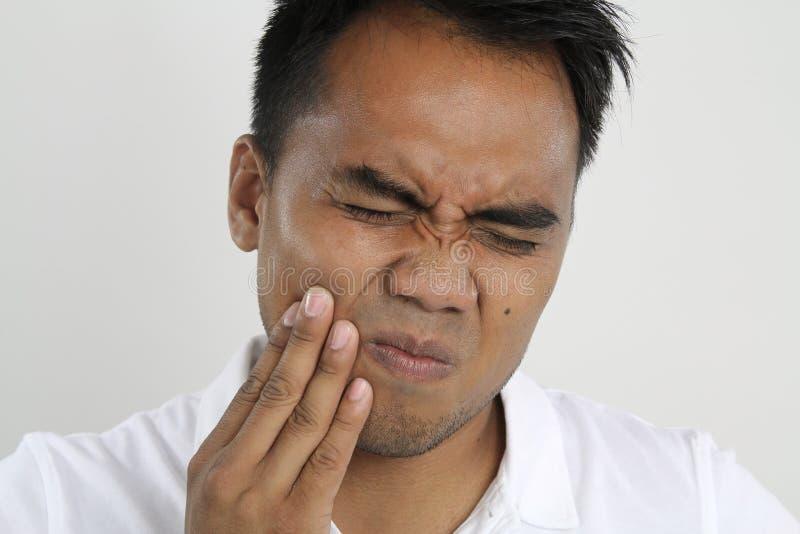 Lidandeman med tandproblem royaltyfri bild