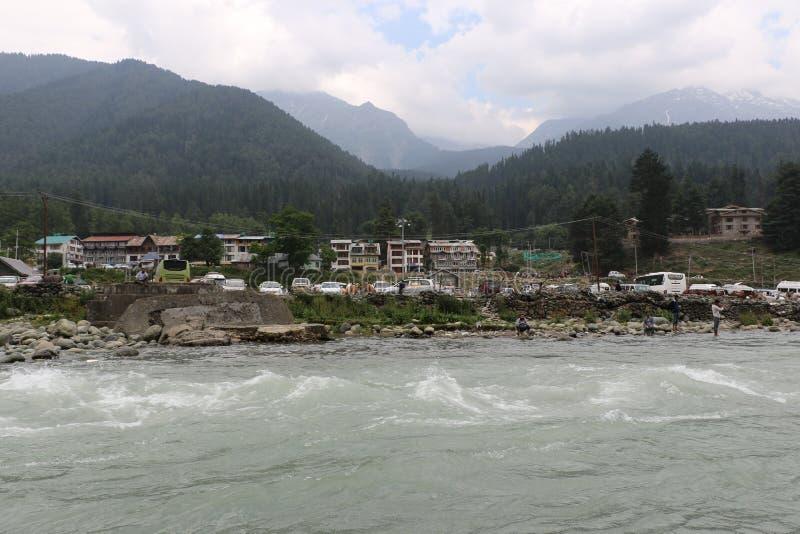 Lidderrivier, Pahalgam-Vallei in Jammu stock foto