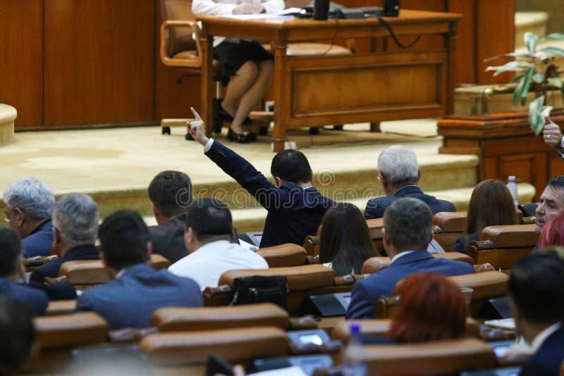 Lider парламентской группы сигнализирует к его coleagues стоковые изображения