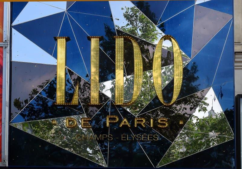 Lido de Paris, kabaret på Champset-Elysees i Paris arkivbilder