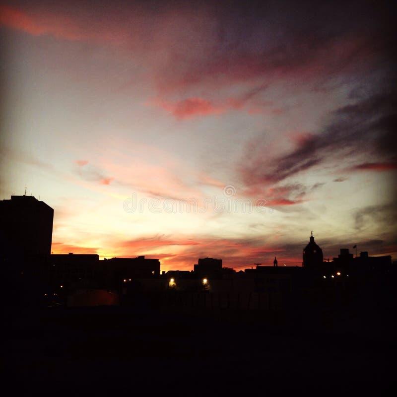 Liebe auf dem Sonnenuntergang stockbild
