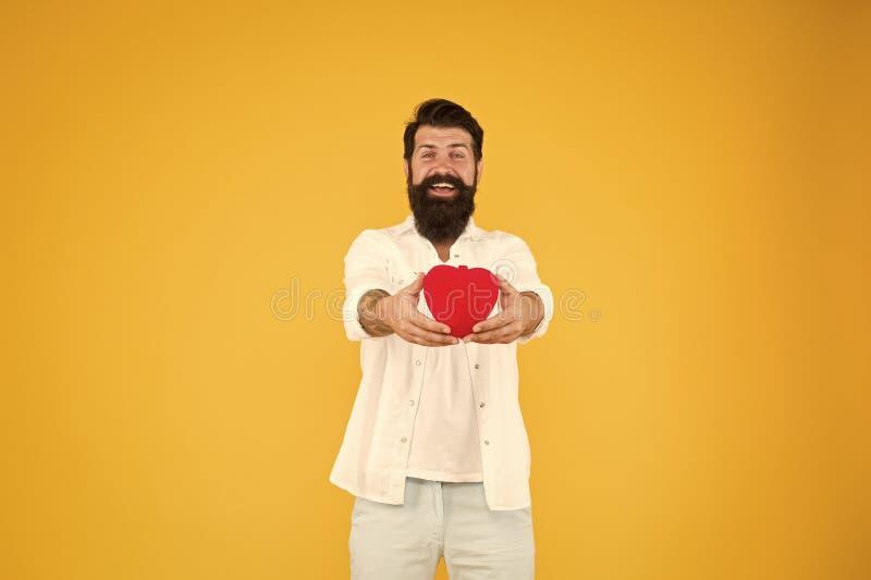 Liebe dich Ehrlicher Romantiker mit rotem Herzspielzeug Romantisches Konzept Celebrate Valentinstag Romantischer Hipster lizenzfreies stockbild