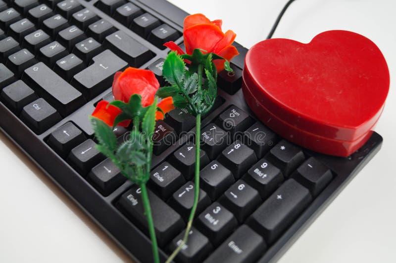 Liebe durch Klicken - on-line-Datierung lizenzfreie stockfotos