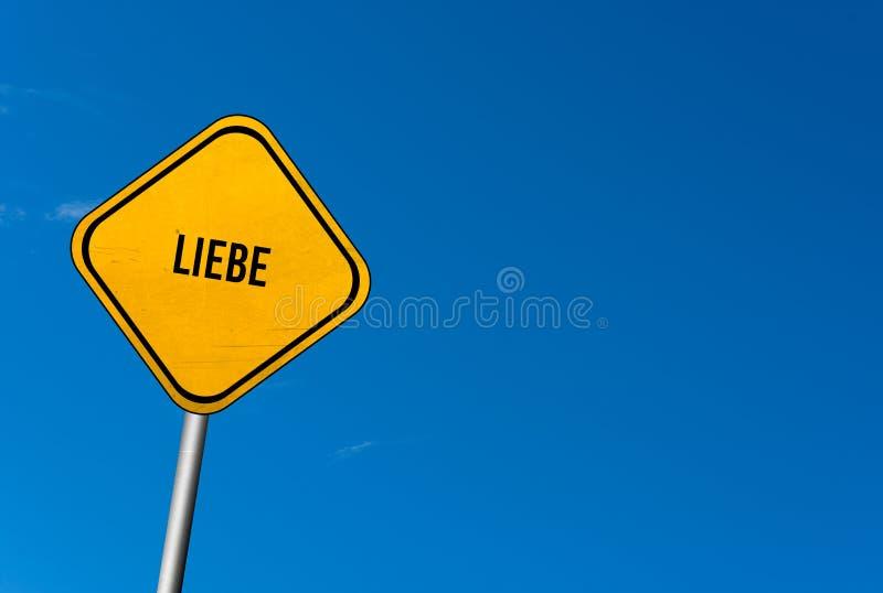 liebe - gult tecken med blå himmel royaltyfria bilder
