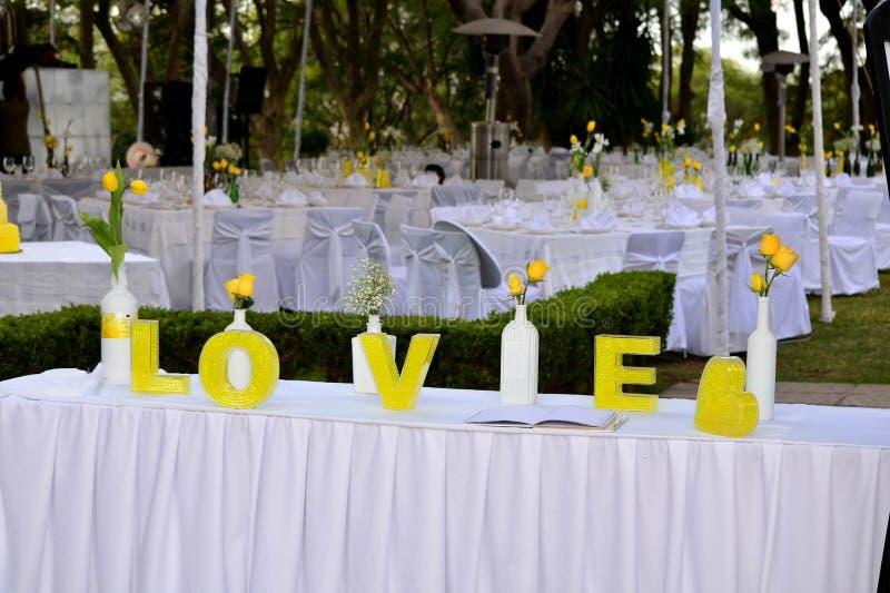 Liebe im Gelb stockfotografie