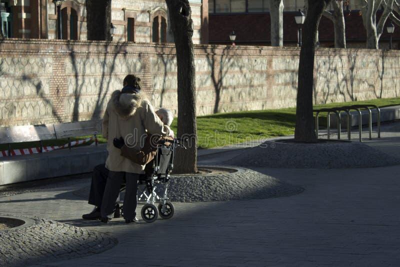 Liebe zwischen älteren Menschen lizenzfreies stockfoto