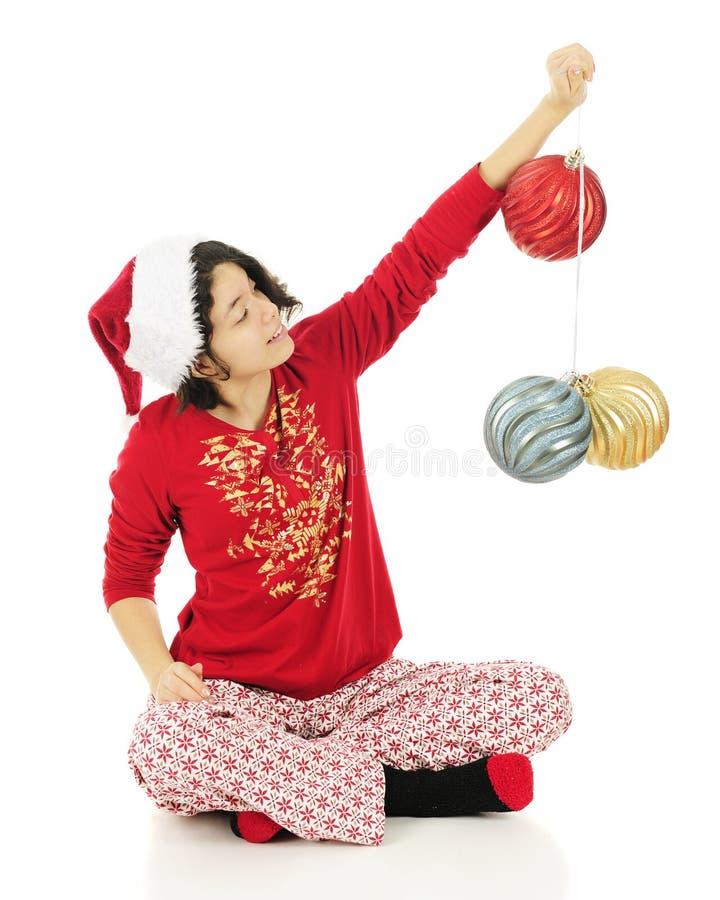Lieben meiner großen Weihnachtskugeln lizenzfreies stockfoto