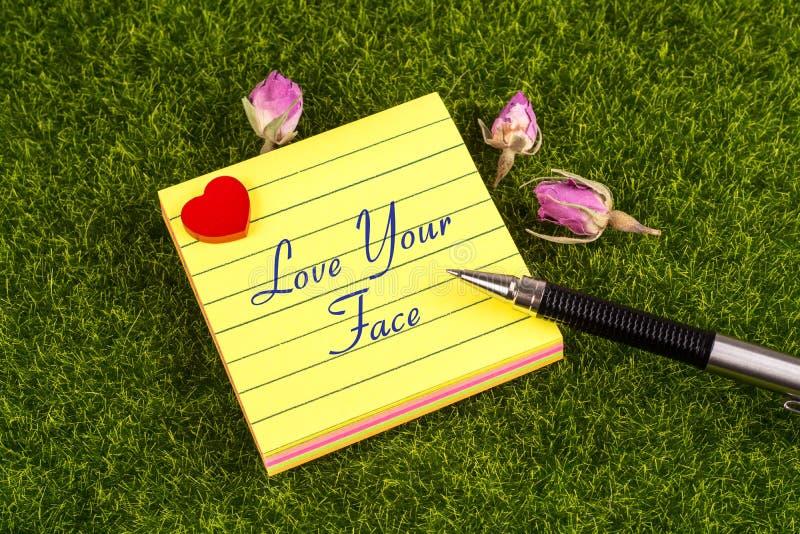 Lieben Sie Ihre Gesichtsanmerkung lizenzfreie stockbilder