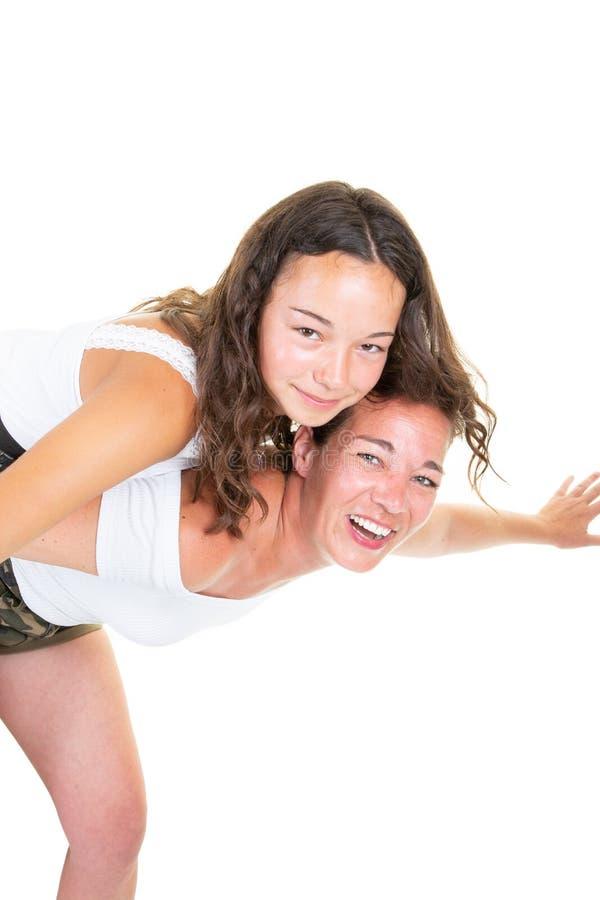 Liebendes Duo des Spaßes der Mutter- und Jugendlichtochter stockbilder