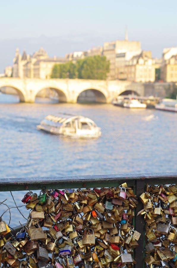 Liebesbrücke Paris stockfoto