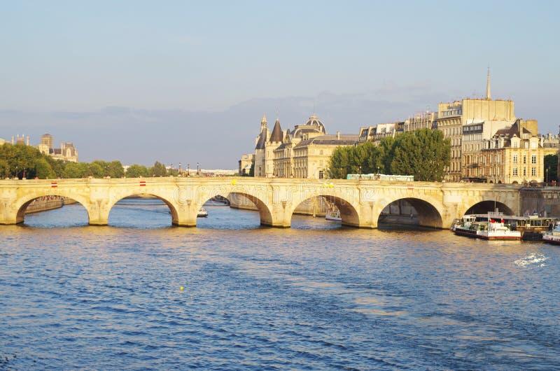 Liebesbrücke Paris lizenzfreie stockfotos