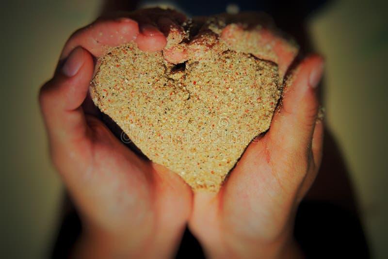Liebesform des Sandes lizenzfreie stockfotografie