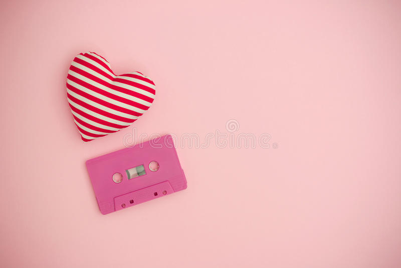 Liebesmusikkonzept Rote Rose lizenzfreie stockfotos
