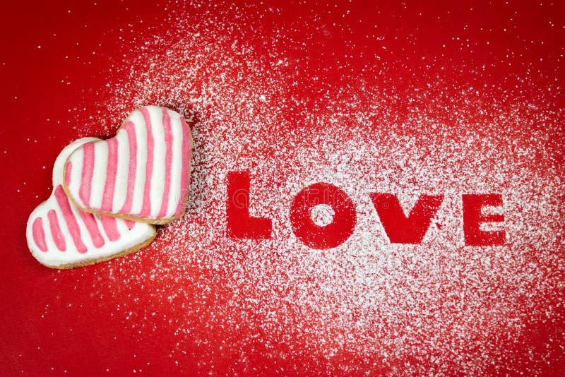 Liebestextnachricht mit Plätzchenserienbriefen auf Zucker stockfotos