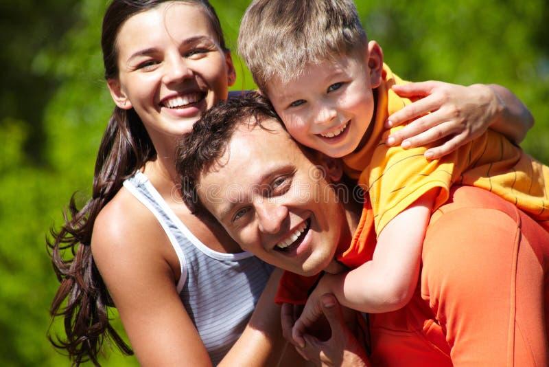 Liebevolle Familie stockbild