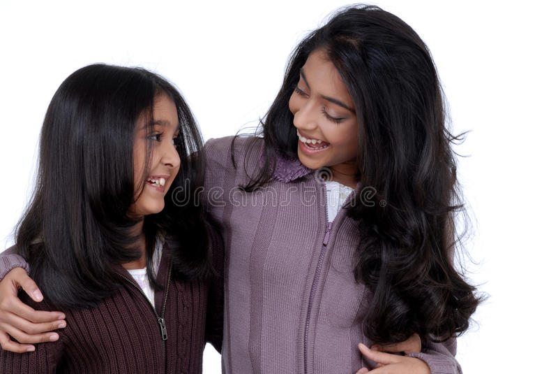 Liebevolle indische Mädchen stockfotografie