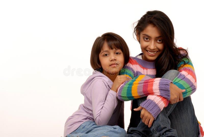 Liebevolle indische Schwestern stockbilder