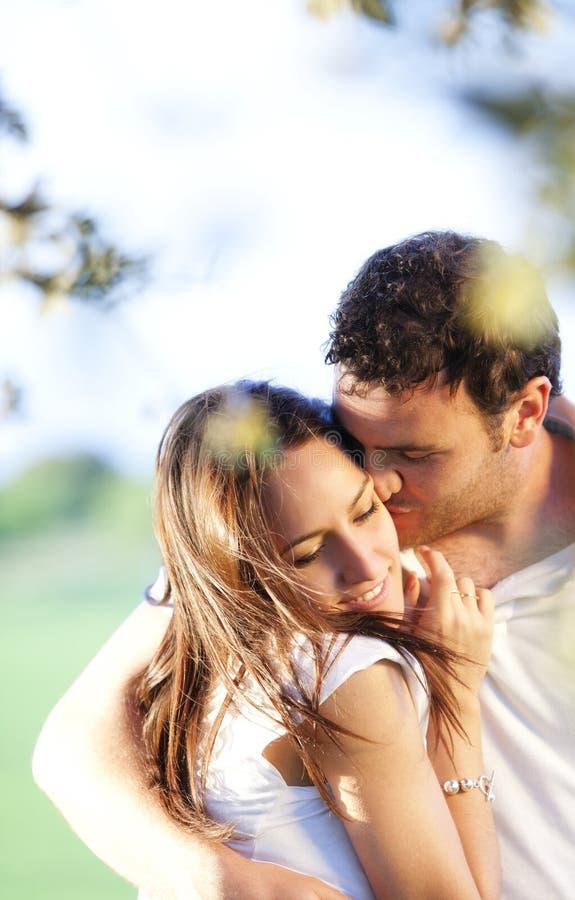 Liebevolle Paare stockbilder