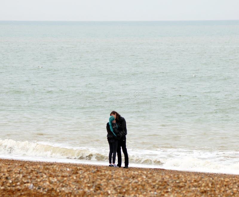 Liebhaber auf dem Strand lizenzfreies stockbild