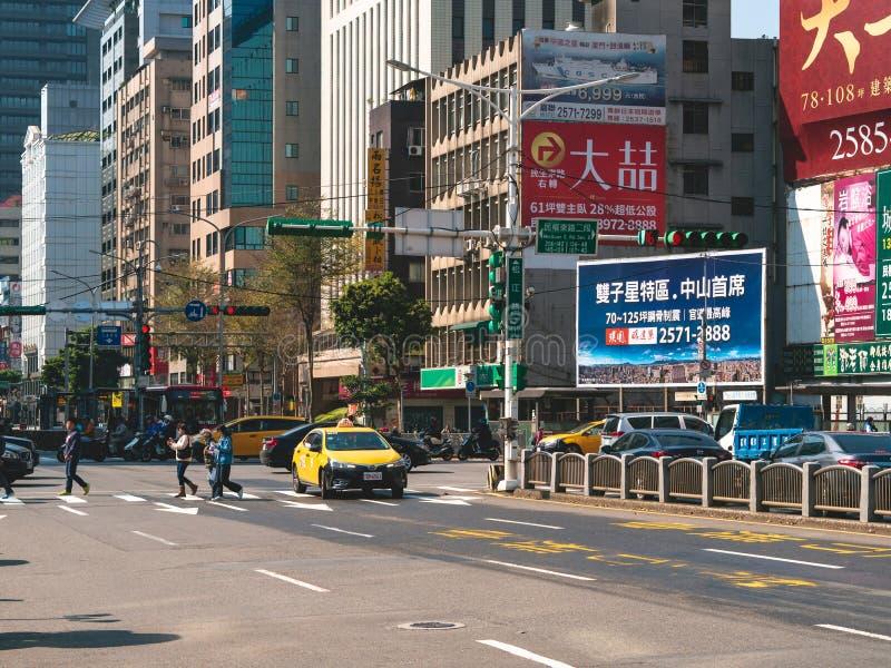 Lied-Jiang-Stra?e in Taipeh am Morgen mit Leuten und Verkehr St?dtisches Stadtlebenkonzept f?r Hintergrund lizenzfreie stockbilder