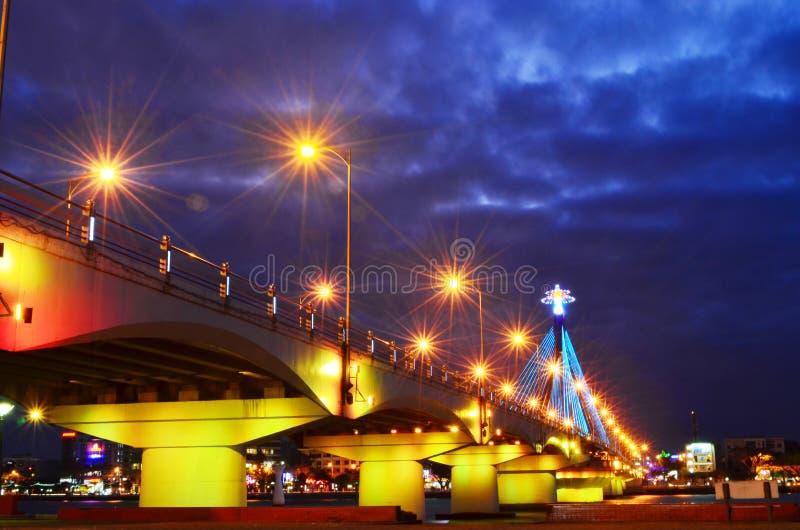 Liedhan-Brücke bis zum Nacht lizenzfreie stockfotografie