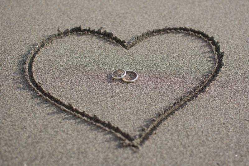 Liefde en huwelijk op het strand royalty-vrije stock foto's