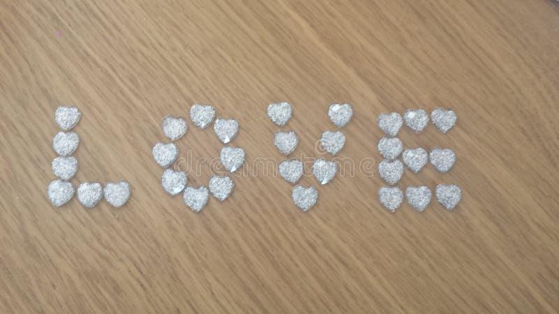 liefde met zilveren harten stock foto
