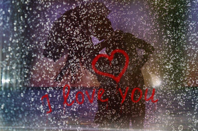 Liefde onder een regen stock afbeeldingen