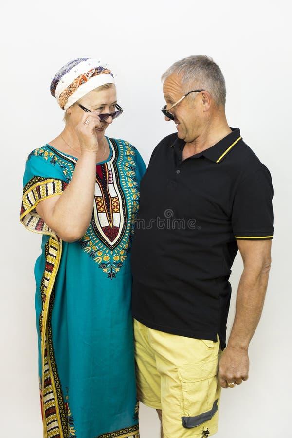 Liefde van de bejaarden op vakantie stock afbeeldingen