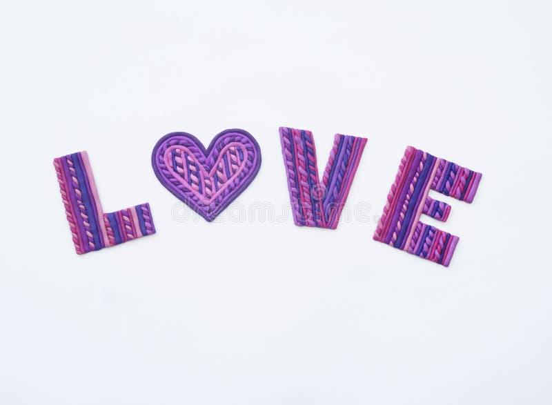 Liefde van klei Plasticinebrieven de mening vanaf de bovenkant Plasticineliefde De dag van de valentijnskaart `s Hart uit gevoeld royalty-vrije stock fotografie