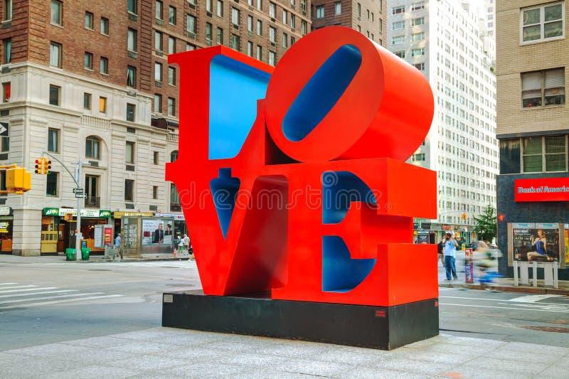 Liefdebeeldhouwwerk bij 55ste straat in New York royalty-vrije stock fotografie