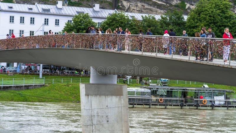 Download Liefdesloten Op Makartsteg-brug Over De Salzach-Rivier In Salzburg, Oostenrijk Redactionele Foto - Afbeelding bestaande uit openlucht, beroemd: 114225151