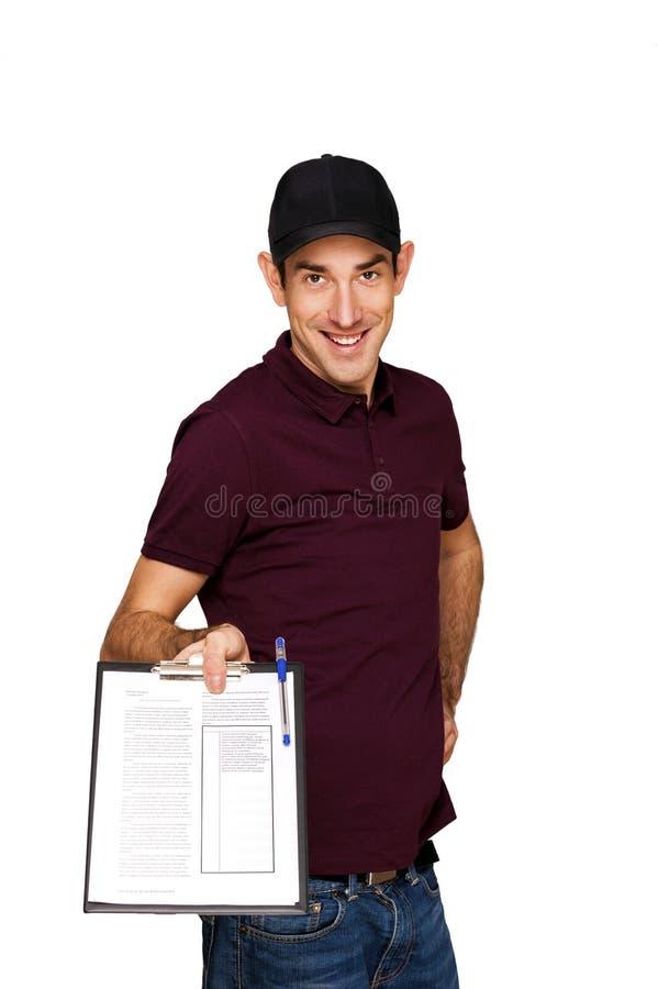 Lieferer mit dem Klemmbrett lokalisiert über weißem Hintergrund lizenzfreies stockfoto