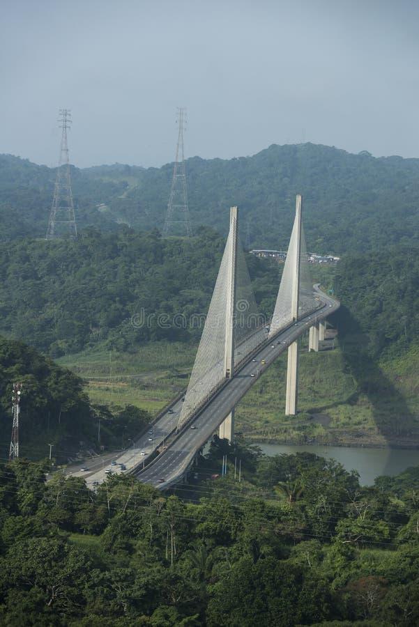 Lieferung, die den Panamakanal beendet lizenzfreie stockfotos