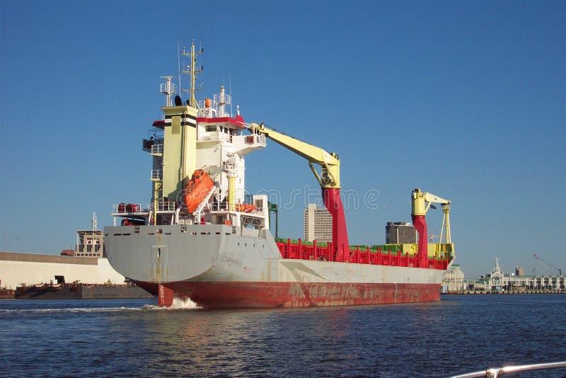 Lieferung im Hafen stockfotos