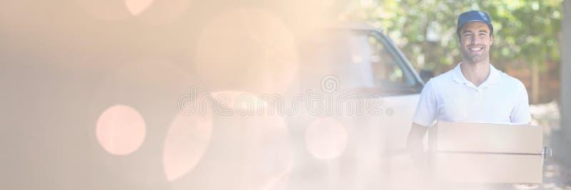 Lieferungs-Kurier, der Kasten mit Übergangseffekt hält stockfotografie
