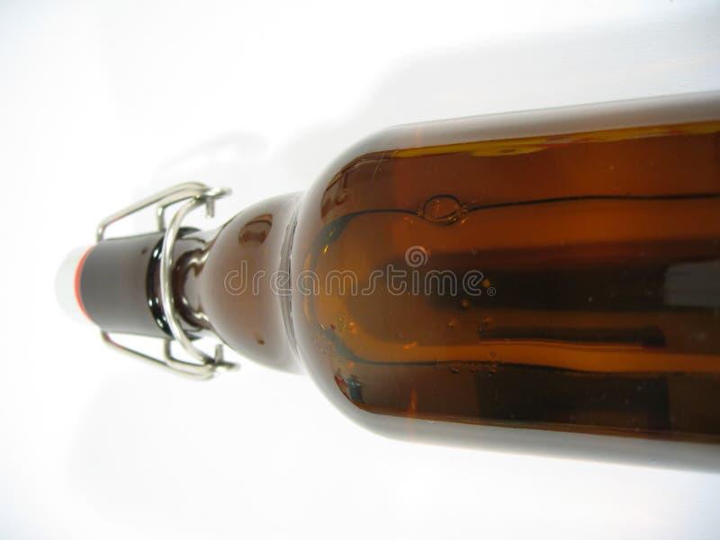 Liegenbierflasche Lizenzfreie Stockfotos