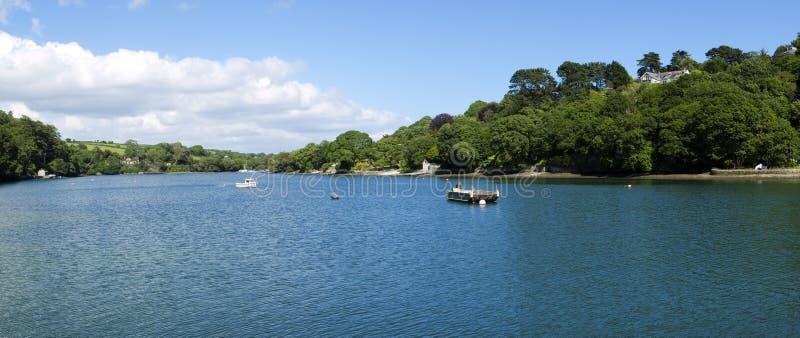 Liegeplätze des kleinen Bootes in der Helford-Mündung am Hafen Navas lizenzfreies stockfoto