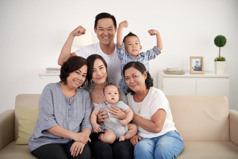 Liens de famille forts photos stock