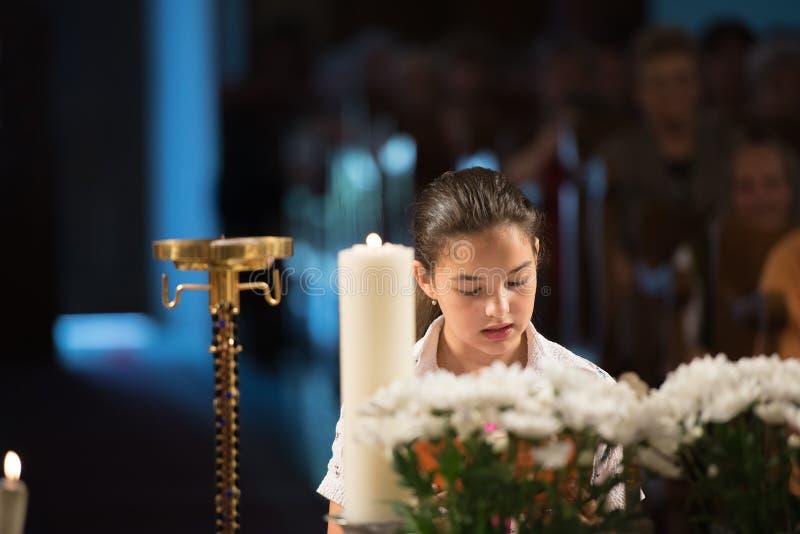 Liest das Gebet lizenzfreie stockfotografie