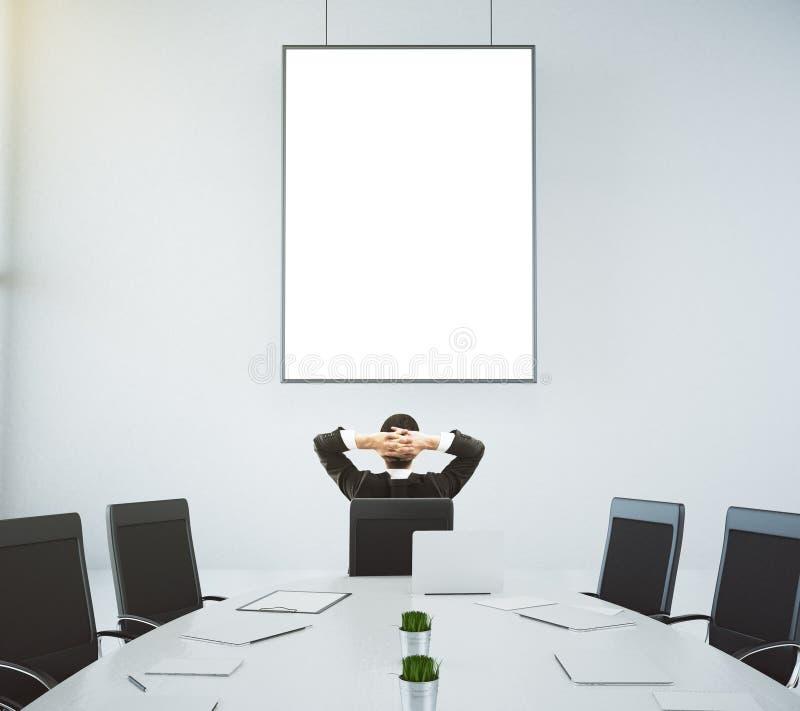 Lieu de réunion avec une table et un homme d'affaires s'asseyant dans une chaise a photographie stock