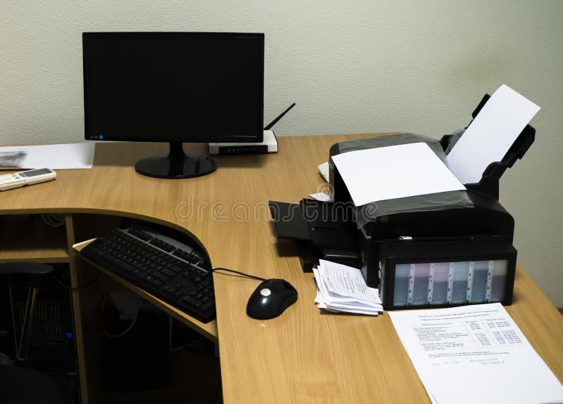 bureau ordinateur imprimante meuble pour ordinateur de bureau voyages sejour meuble pour. Black Bedroom Furniture Sets. Home Design Ideas