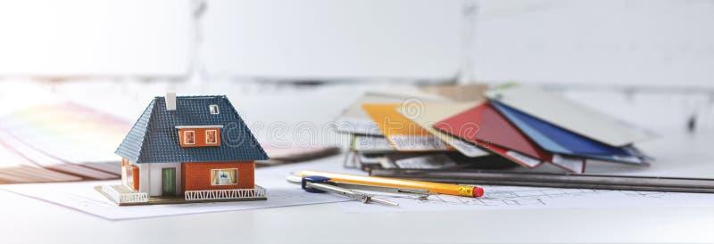 Lieu de travail de concepteur d'architecte avec des outils sur la table photographie stock
