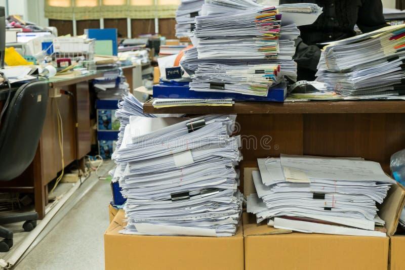 Lieu de travail occupé, malpropre et encombré photos libres de droits