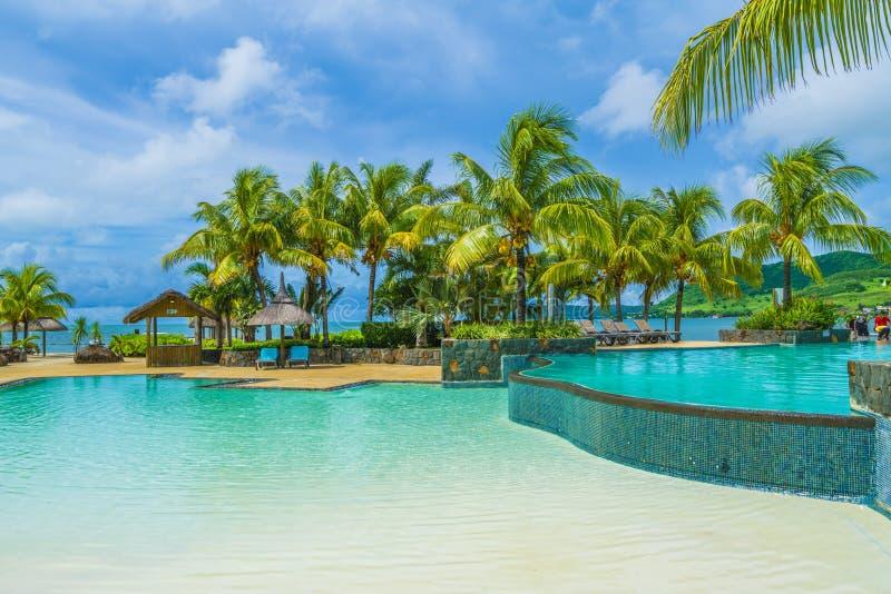 Lieu de villégiature luxueux avec la piscine, île des Îles Maurice images libres de droits